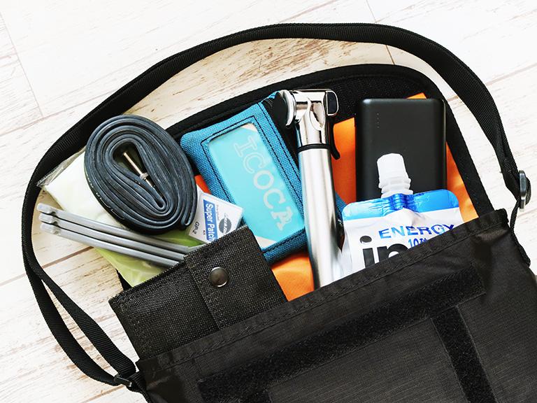 収納例:バッグに小物を収納する例
