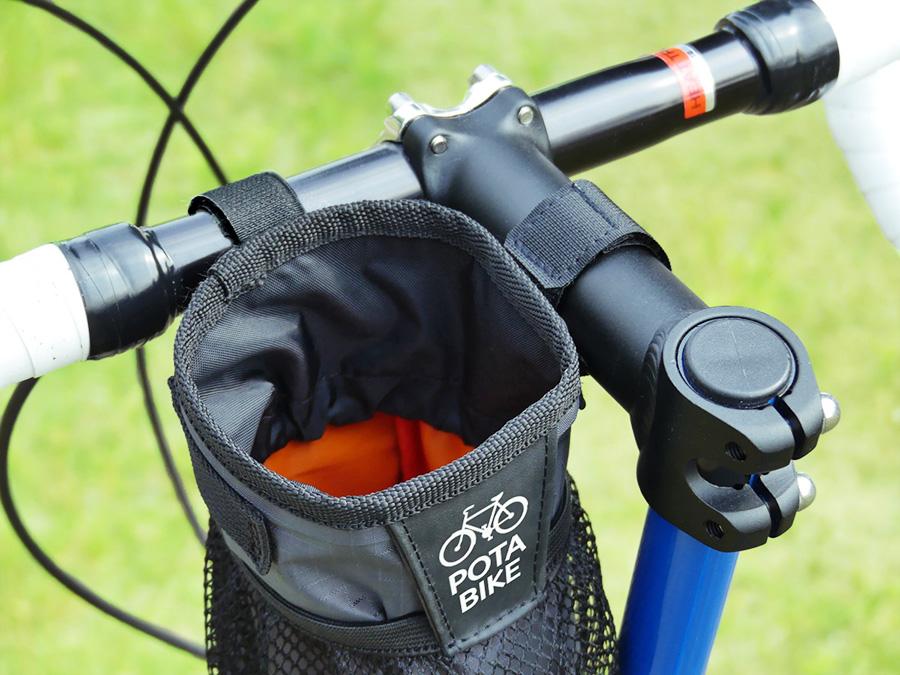 自転車のステムの横にPOTA BIKE ステムサイドポーチが装着されている写真