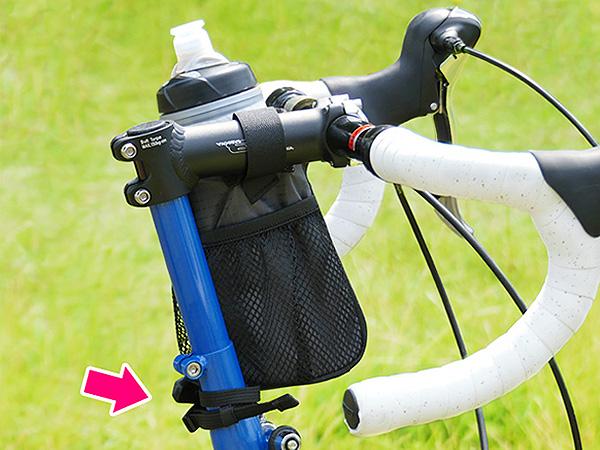 折りたたみ自転車のステムにベルトを巻くパターンの写真