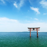白髭神社の湖中大鳥居の風景