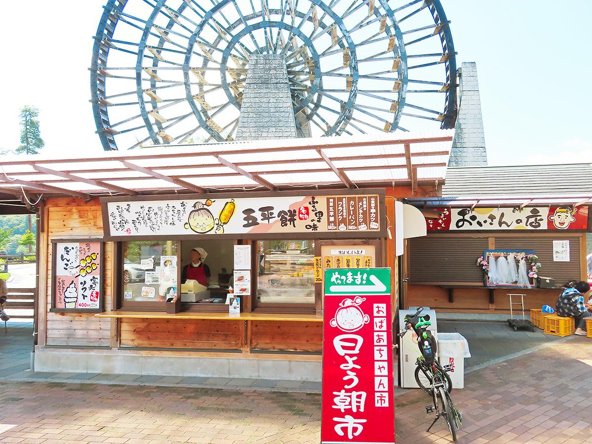 道の駅「おばあちゃん市・山岡」内のフードコーナーの写真