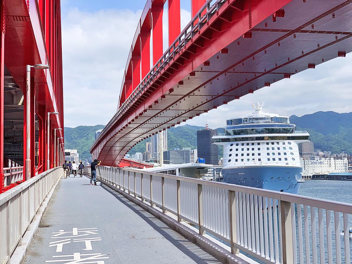 神戸大橋の歩行者・自転車用通路の写真