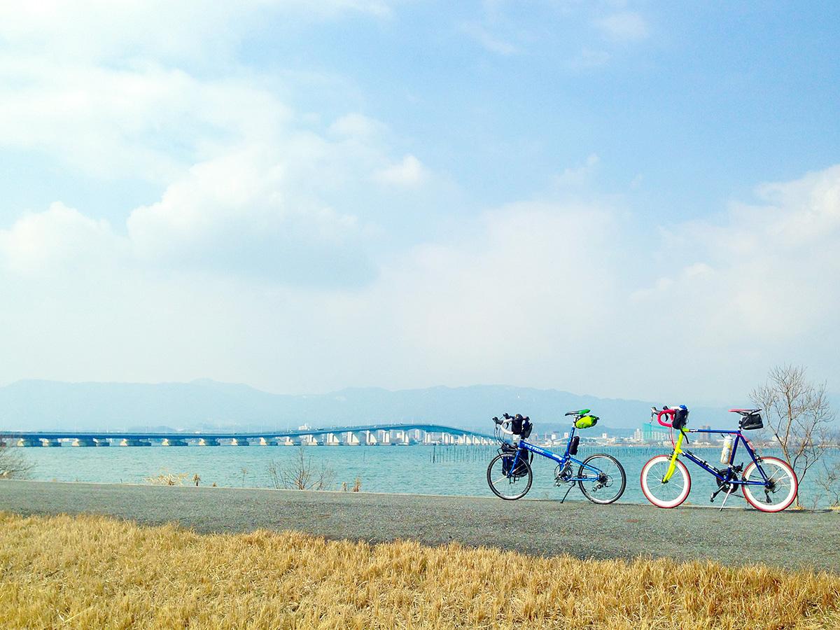 第1なぎさ公園付近から見た琵琶湖の風景。琵琶湖大橋が見える。