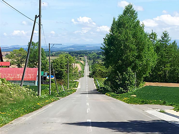 北海道・富良野のジェットコースターの路の風景