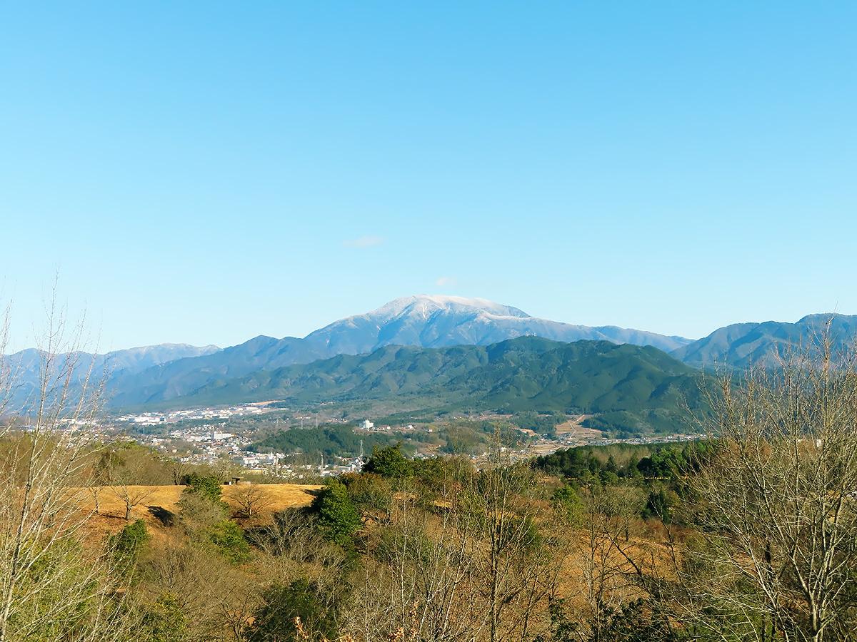 岐阜県恵那市の名所「西行の森」から見える山々の風景