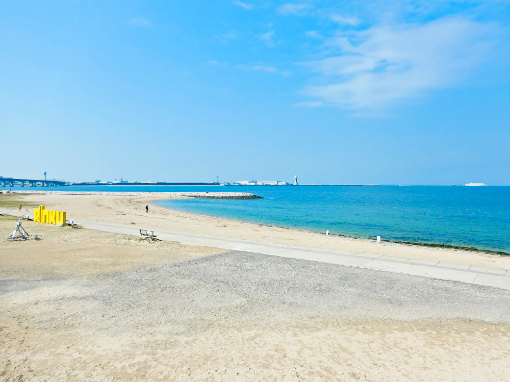 愛知県常滑市、「りんくうビーチ」の風景