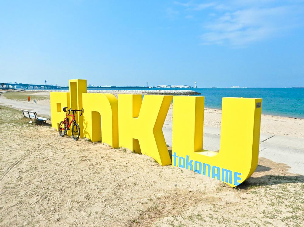 りんくうビーチの「RINKU」オブジェ