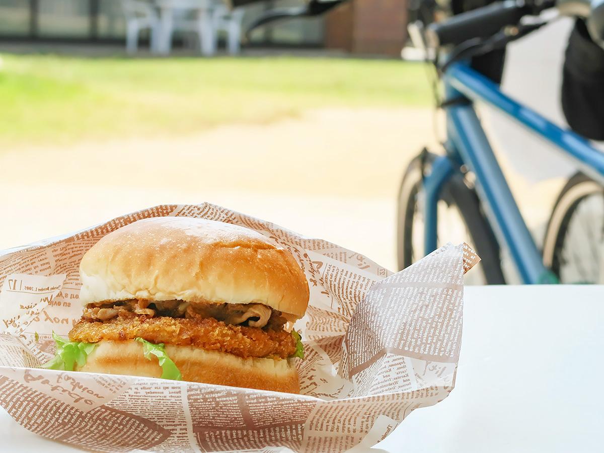 「道の駅あわじ」で食べられるハンバーガーの写真
