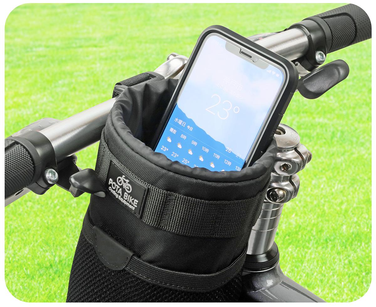 POTA BIKE ハンドルステムポーチ2にスマートフォンを収納した写真